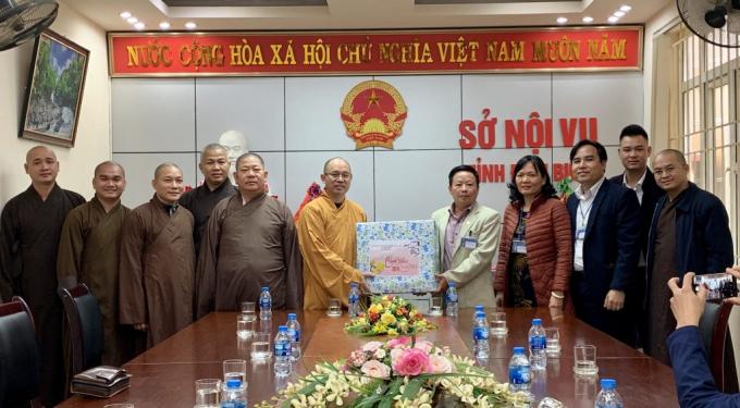 Ông Lê Hữu Khang Giám đốc Sở Nội Vụ Tỉnh tiếp đón đoàn