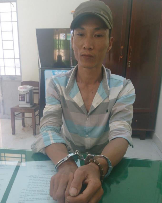Đối tượng Lê Chí Trung khi bị bắt.