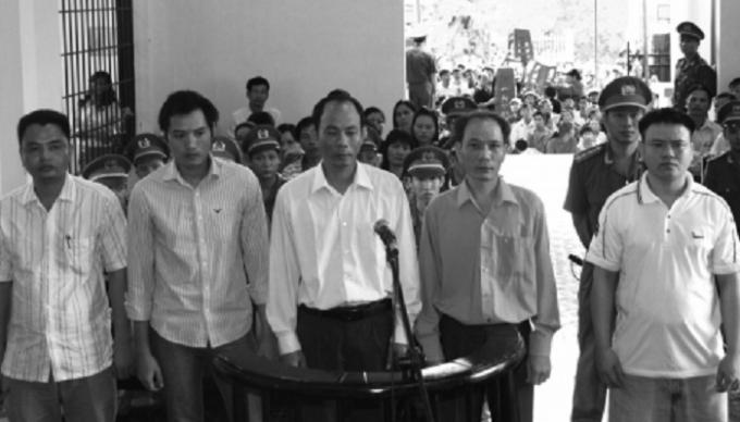 Các bị cáo trong vụ án tại một phiên tòa xét xử.