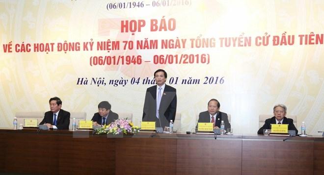 Chủ nhiệm Văn phòng Quốc hội, Phó trưởng ban tổ chức kỷ niệm 70 năm Ngày tổng tuyển cử đầu tiên phát biểu tại họp báo. (Ảnh:TTXVN).