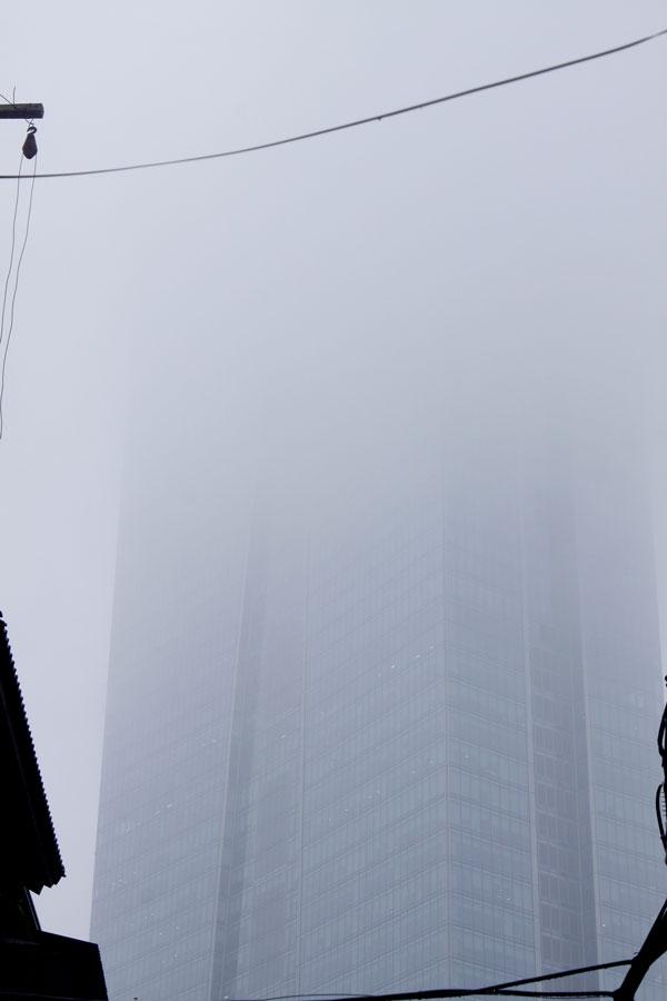 Tòa nhà Lotte nhìn từ đường Bưởi.