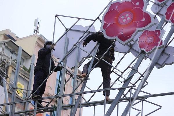 Điều chỉnh các bảng màu sặc sỡ trên đường Nguyễn Chí Thanh