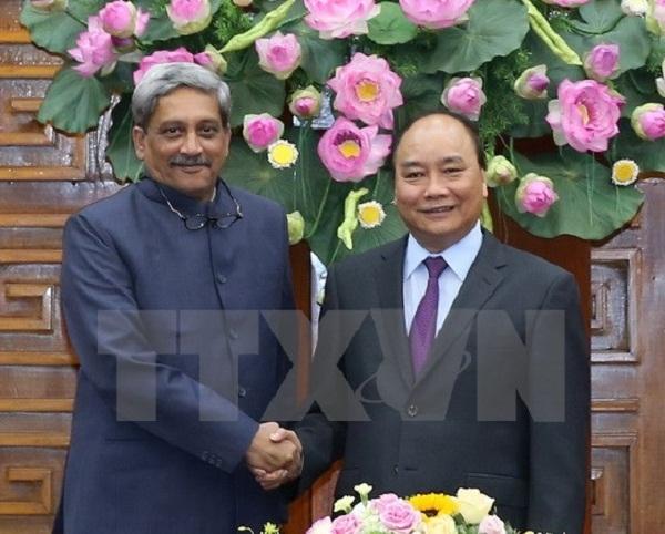 Thủ tướng Nguyễn Xuân Phúc tiếp ông Manohar Parrikar, Bộ trưởng Bộ Quốc phòng Ấn Độ đang thăm chính thức Việt Nam. (Ảnh: Thống Nhất/TTXVN).