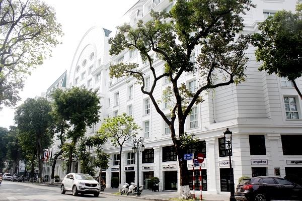Khách sạn này hiện do VOF sở hữu 50% và Hanoitourist sở hữu 50% còn lại. Với việc VOF dự kiến thu về ít nhất 100 triệu USD từ thoái vốn khỏi khách sạn này, đồng nghĩa Metropole được định giá ít nhất 200 triệu USD, tương đương gần 4.500 tỷ đồng.