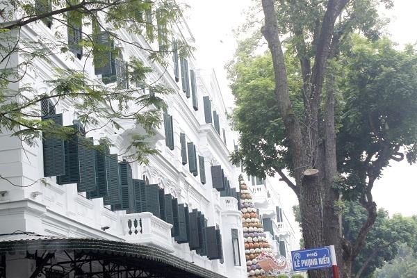 Đây là khách sạn 5 sao với quy mô 364 phòng, được xây dựng theo phong cách Pháp.