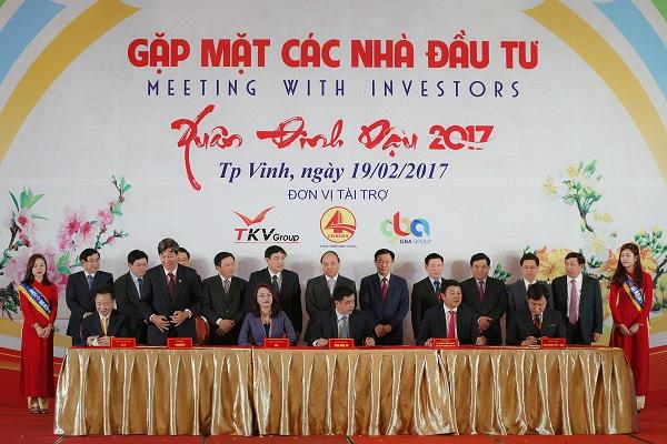 Thủ tướng Nguyễn Xuân Phúc dự hội nghị gặp mặt các nhà đầu tư Nghệ An.