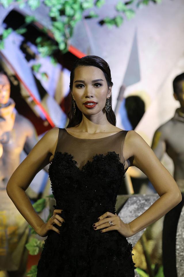 Hà Anh là MC của buổi ra mắt. Trong lúc MC, siêu mẫu Hà Anh đang phát biểu lời chào ra mắt phim Kong: Skull Island thì bất ngờ phát hiện cháy tại nơi diễn ra sự kiện.