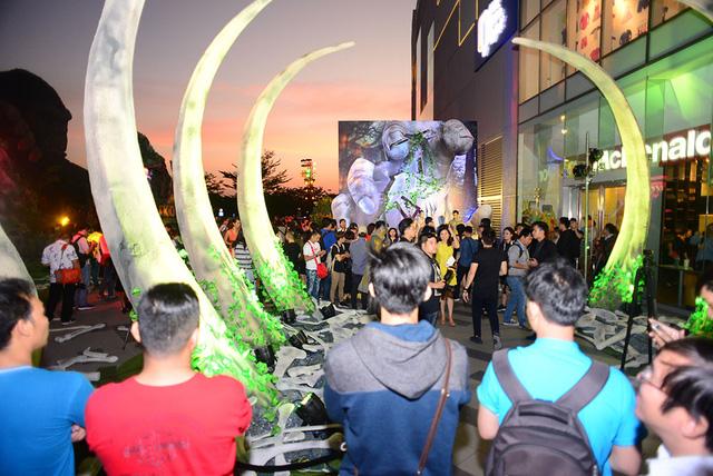 Trung tâm thương mại - nơi diễn ra buổi công chiếu phim bom tấn.