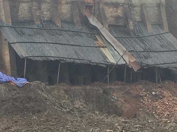 Các lò gạch này hầu hết vẫn đốt bằng vật liệu chủ yếu là than bùn. Lò gạch được xây dựng thô sơ, thiếu an toàn.