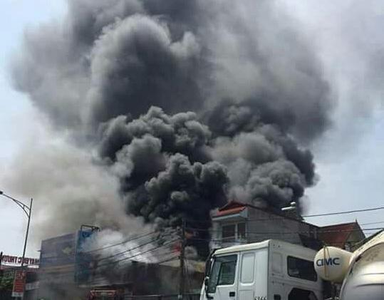 Xưởng sản xuất tư nhân thuộc thôn Thượng Thụy (xã Đức Thượng, Hoài Đức, Hà Nội) đã xảy ra vụ cháy lớn làm 8 người thiệt mạng.