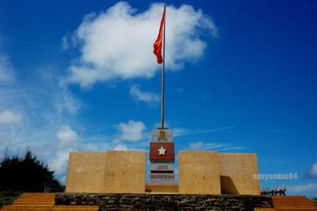 Cột cờ Phú Quý.