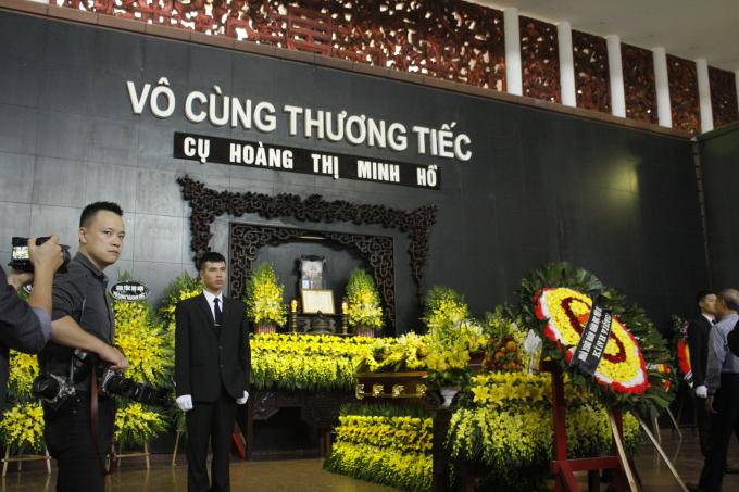 Lễ tang cụ bà Hoàng Thị Minh Hồ được tổ chức tạitại Nhà tang lễ số 5 Trần Thánh Tông, Hà Nội.