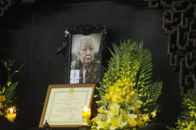Cụ bà Hoàng thị Minh Hồ hưởng dương 104 tuổi.