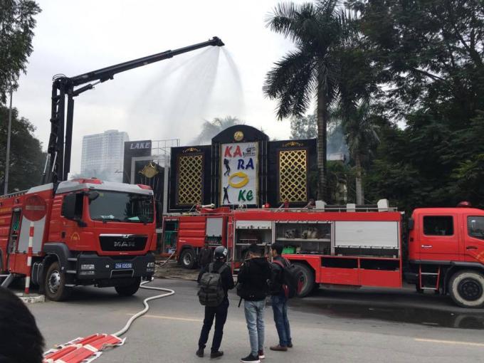 Nhận được tin báo lực lượng Cảnh sát PCCC đã đến hiện trường phối hợp với cơ quan phường sở tại dập ngọn lửa đang bùng phát.