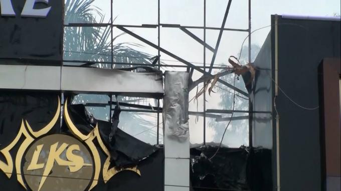 Nhiều vật bị biến dạng sau vụ cháy.