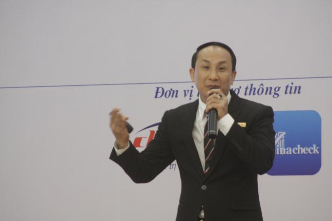Ông Nguyễn Viết Hồng - Chủ tịch HĐQT kiêm Tổng Giám đốc Vina CHG, công ty chuyên cung cấp giải pháp chống hàng giả phát biểu tại hội thảo.