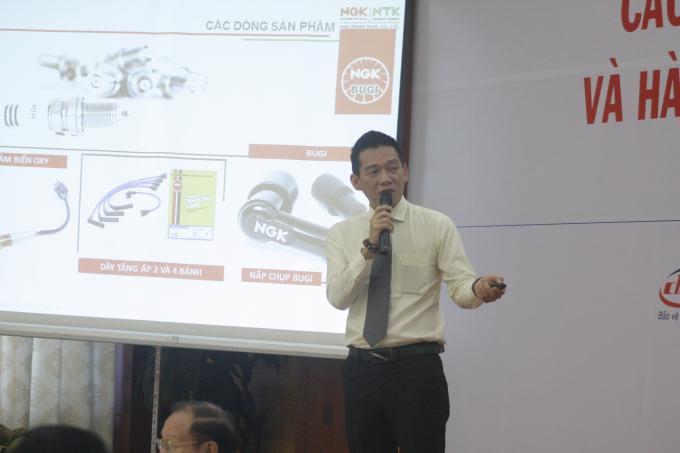 Đại diện Công ty NGK chuyên sản xuất bugi xe gắn máy - một trong những doanh nghiệp nhiều năm kiên trì chống hàng giả phát biểu tại hội thảo.