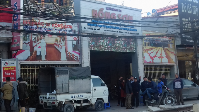 Nhà hàng Hồng Sơn nơi 2 vợ chồng đi ra và người chồng bị tàu cán tử vong.