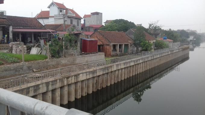 Những ngôi nhà của các hộ dân xung quanh dự án đang có ngày càng nứt lớn và có nguy cơ đổ sập.