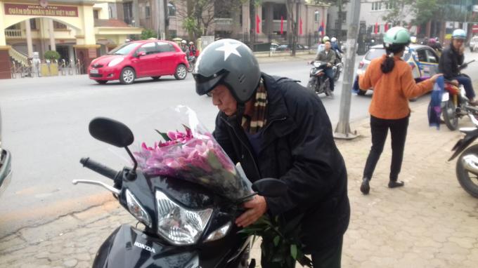 Những bó hoa ly nở rất đẹp nhưng