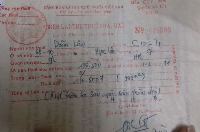 Biên lai nộp thuế đất hàng năm của ông Doãn Lâm đối với 2 mảnh đất tại số 347 - 349. Trong ảnh là 1 trong nhưng biên lai nộp tiền nhiều nhất trong các năm.