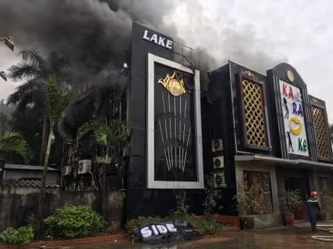 Cháy lớn tại một quán Karaoke trên đường Linh Đàm, Hoàng Mai, Hà Nội.