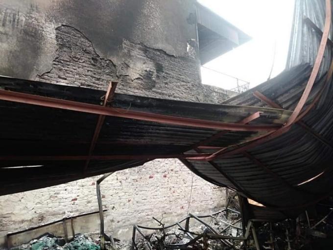 Ngôi nhà bị lửa thiêu rụi hoàn toàn.