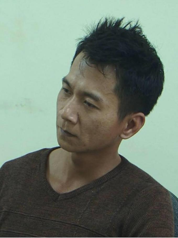 Đối tượng Vương Văn Hùng(35 tuổi, trú tại khối Tân Thủy, huyện Tuần Giáo) là người tích cực nhất thực hiện hành vi phạm tội trong vụ án mạng trên. Hùng bị khởi tố về 3 tội danh: giết người, hiếp dâm và cướp tài sản.