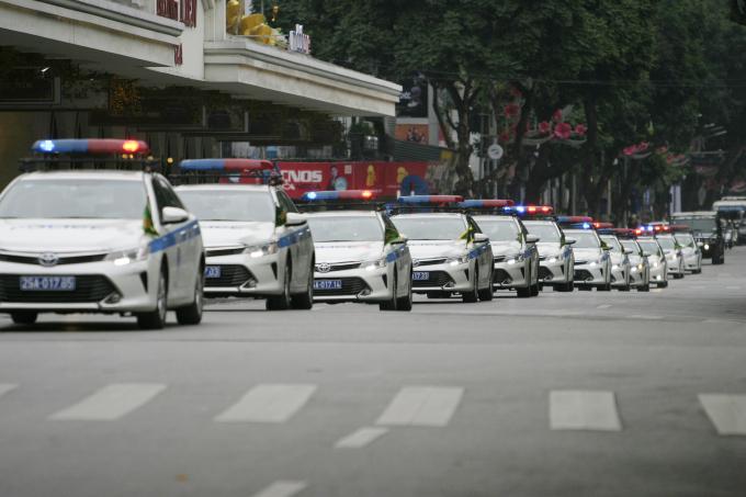 Xeô tô dẫnđoàn của lục lượng CSGT Hà Nội.