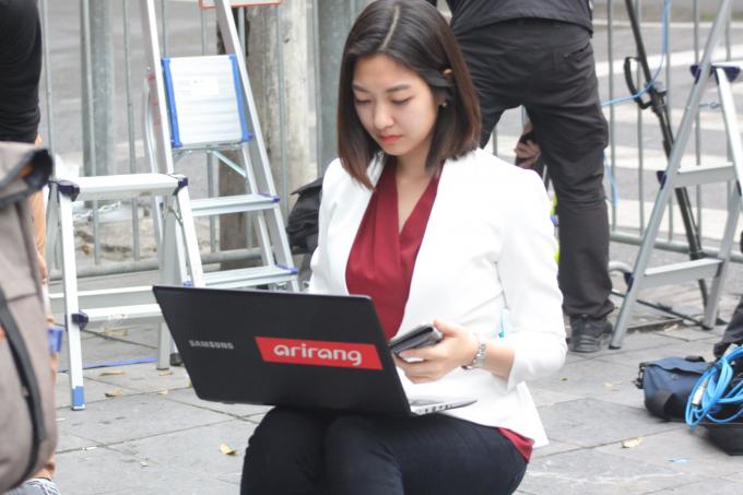 Trả lời kênh truyền hình quốc gia, Hee-jun cho biết cô ấn tượng với khâu chuẩn bị cho hội nghị tại Hà Nội.