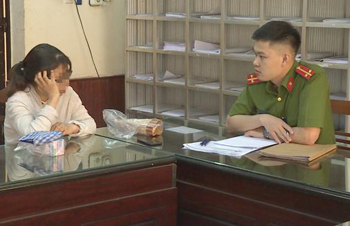 Trần Thị Huyền Trang tại cơ quan điều tra. Ảnh cơ quan công an cung cấp.