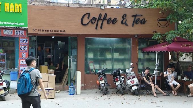 Hàng nghìn cuốn sách giáo trình dành cho sinh viên và người đi làm, được in bằng tiếng Nhật được ngụy trang trong quán cafe trên phố Trần Bình.