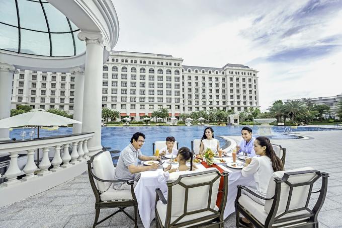 Vinpearl dành tặng 10.000 đêm villa, tương đương 5.000 chuyến nghỉ dưỡng 3 ngày 2 đêm dành cho 4 thành viên trong gia đình tại các quần thể du lịch nghỉ dưỡng trên toàn hệ thống.