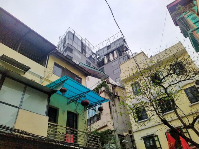 Công trình số 2-4 ngõ Trung Yên (Hàng Bạc) nằm sát ngay sau UBND phường Hàng Bạc.