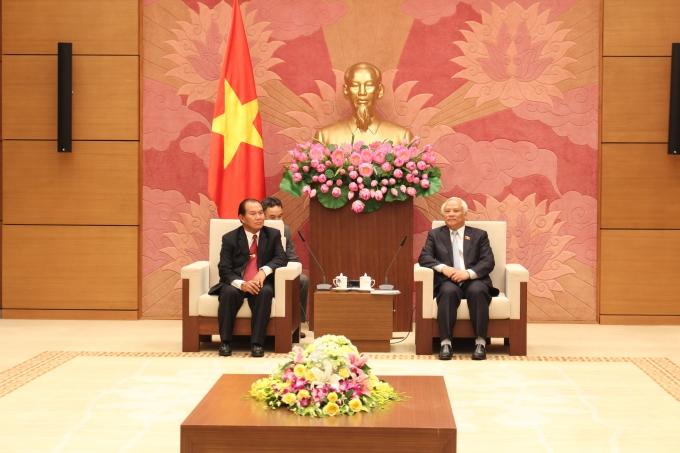 Phó chủ tịch Quốc hội Uông Chu Lưu tiếp Bộ trưởng Tư pháp Lào.