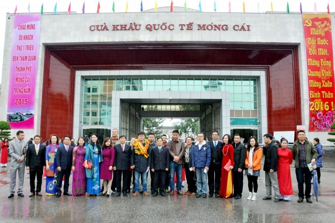 Đón khách quốc tế đầu năm mới qua Cửa khẩu quốc tế Móng Cái.
