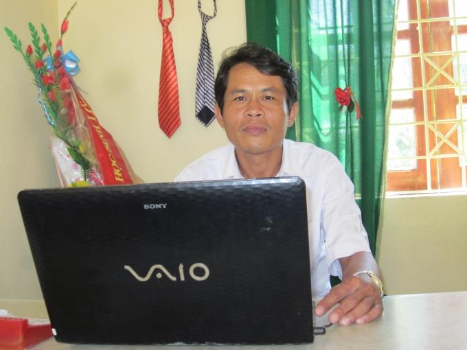 Thầy Phạm Văn Đồng - Phó hiệu trưởng trường. Ảnh: Nguyệt Nguyệt