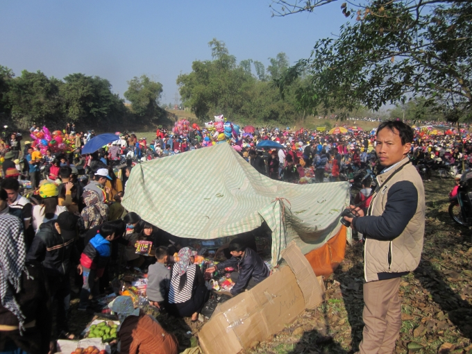 Từ sáng sớm, hàng nghìn người đã có mặt tại đây để cầu may đầu năm.