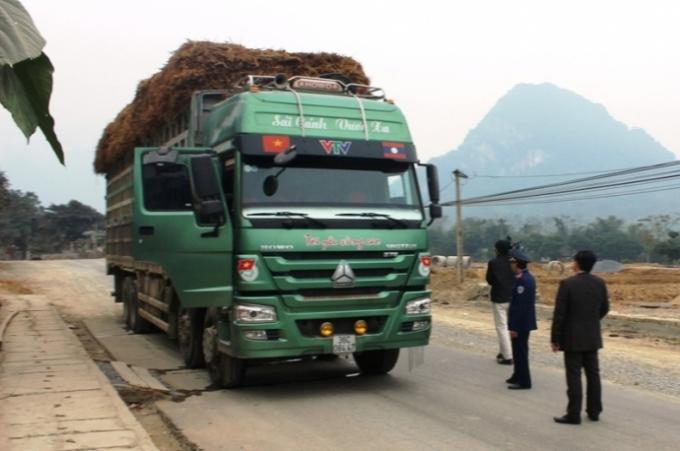 Chiếc xe tải chở quá trọng lượng so với quy định.