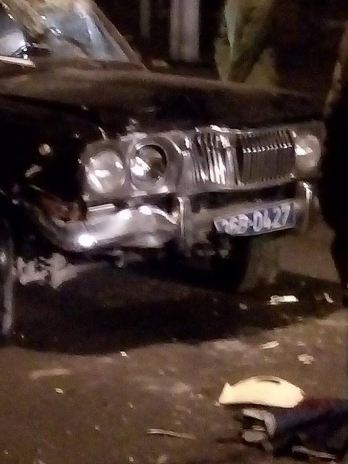 Chiếc xe biển xanh gây tai nạn liên hoàn.