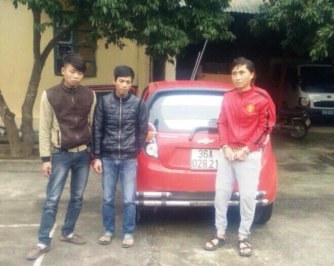 3 đối tượng đi ô tô mang theo ma túy đã bị bắt. Ảnh: Báo Giao thông.