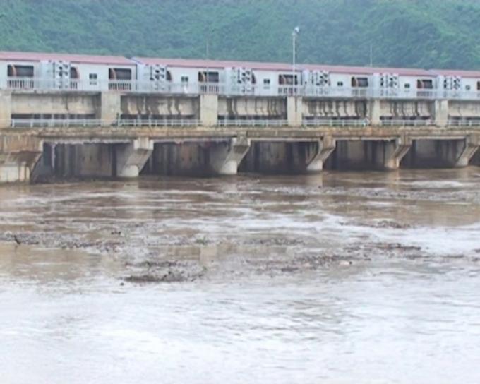 Nhà máy thủy điện Bá Thước 2 tích nước làm nước sinh hoạt của người dân xung quanh bị ô nhiễm. Ảnh: Duy Tuyên.