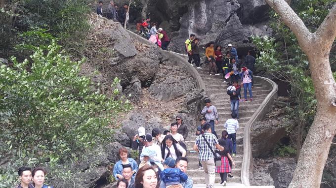 Chùa Đông Am Tiên được rất nhiều du khách lựa chọn là diểm du xuân đầu năm.