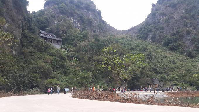 Ngôi chùa Động Am Tiêm cổ kính nằm nặng lẽ trong tuyệt tình cốc.