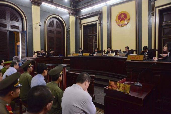 Toàn cảnh phiên tòa sáng nay (27/7). Ảnh: Đinh Tuấn