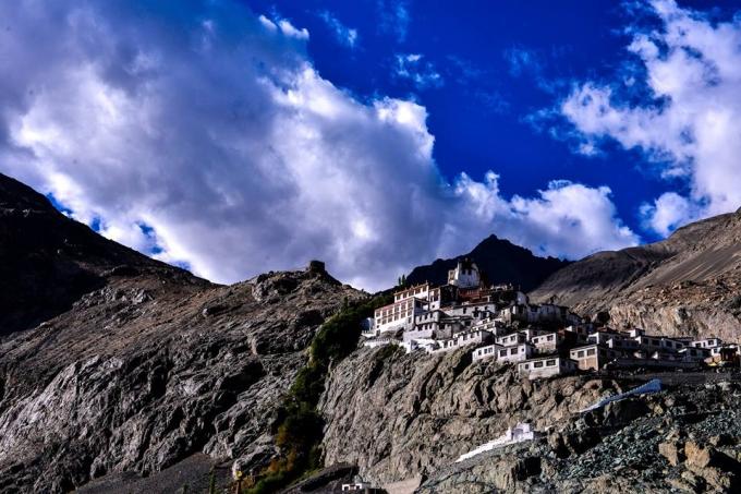 Nếu không nghỉ lại một đêm ở trong những ngôi nhà được xây dựng trên dãy núi Himalaya, bạn sẽ hối hận cả đời.