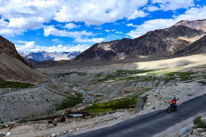 Phương tiện duy chuyển tuyệt vời nhất trên những cung đường quyến rũ theo triền núi không phải là ô tô, mà chính là những chiếc xe máy.