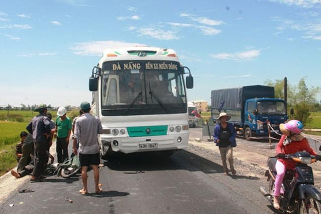 Một vụ tai nạn giao thông trên Quốc lộ 1 đoạn qua huyện Thăng Bình, tỉnh Quảng Nam. (Ảnh: Quang Vinh / Người Lao Động).