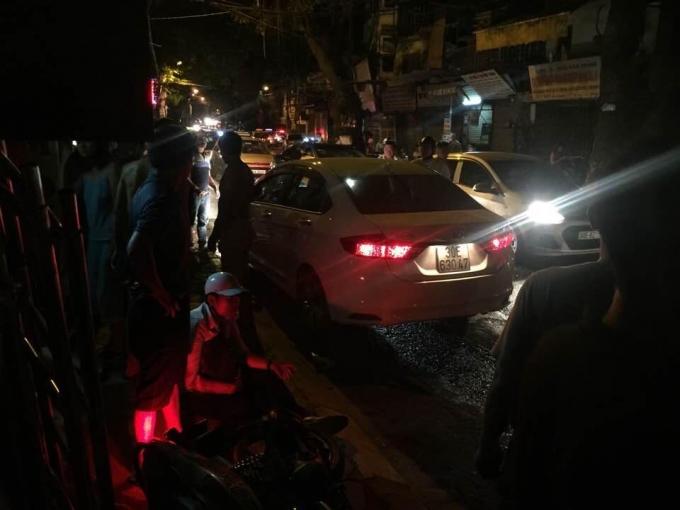 Nhiều nạn nhân được người dân đưa đi cấp cứu tại bệnh viện