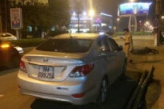 Hiện trường vụ TNGT do xe ô tô của Phó trưởng Ban tổ chức Huyện ủy Cẩm Xuyên (Hà Tĩnh) va chạm với một xe máy